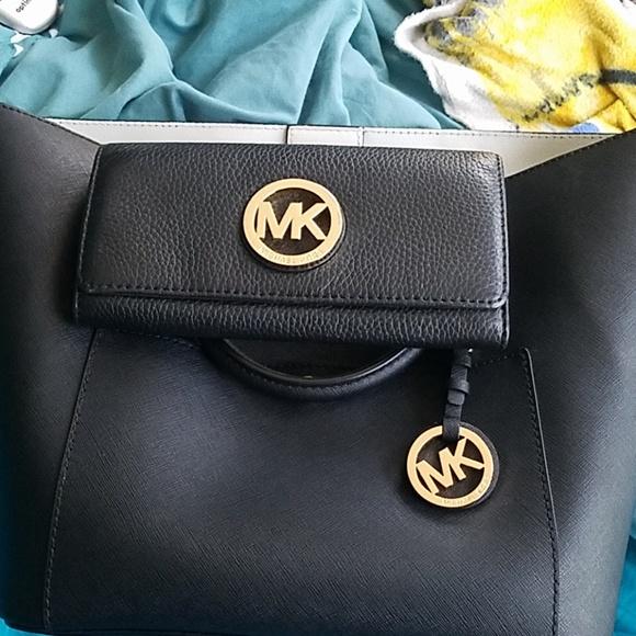 Michael Kors Handbags - Nice Michael Kors bag and wallet ..Large Greenwich